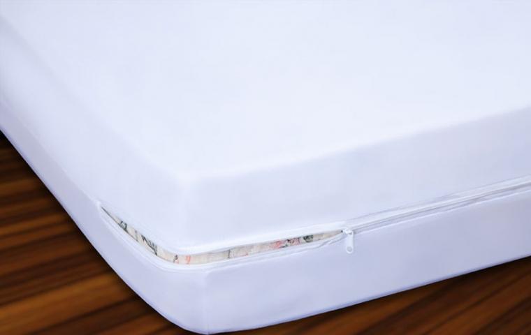 1 Capa Antialérgica p/ Colchão Impermeável  Solteiro (88x188x25) em PVC/TNT c/ Ziper + 1 Capa de Travesseiro Impermeável Adulto (50x70) em PVC/TNT c/ Ziper   - Espaço do Alérgico