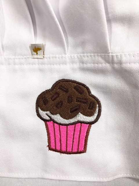 Avental Albory  CUP CAKE MARRON ROSA+ CHAPEU CHEF CUPCAKE TECIDO BRANCO 100% Algodão