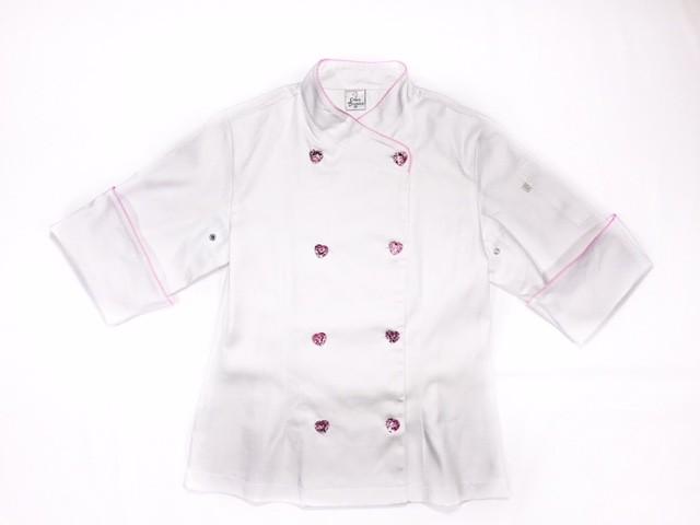 Dólmã Cecilia Acinturada BRANCA BRIGADEIRO Vivo Rosa e Botões PINK HEART 100% Algodão + Avental Branco Bordado PINK BEATER  100% Algodão