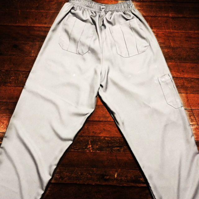 Calça Anatomys UNISEX CINZA com dois bolsos na frente e dois atrás e cordão BRANCO Tecido MICROFIBRA 100% Poliéster