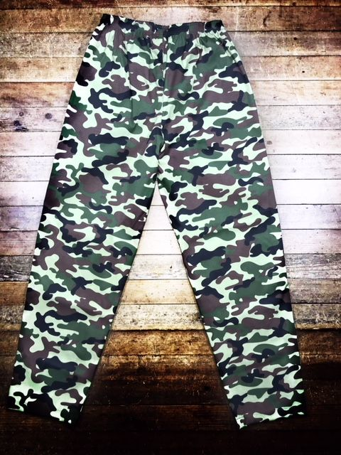 Calça Confort UNISEX Camuflada VERDE MILITAR  com dois bolsos faca na frente e cordão  Tecido Sarja 90% Algodão 10% Elastano