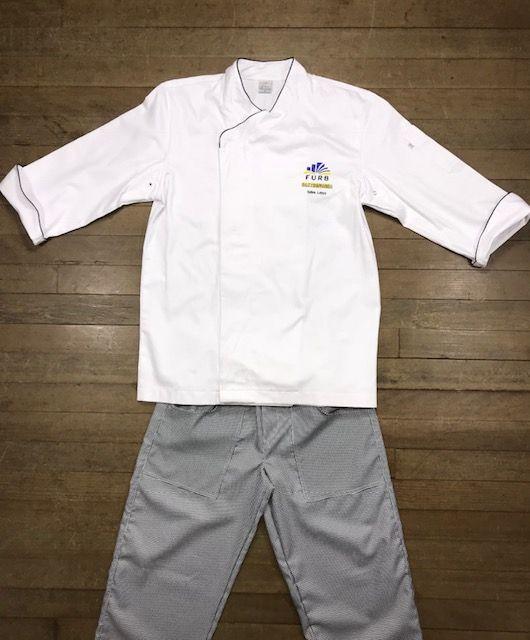 Conjunto: 01 Dólmã UNISEX personalizada padrão FURB com nome e logomarca bordados + 01 avental bistrô + 01 Calça elástico total