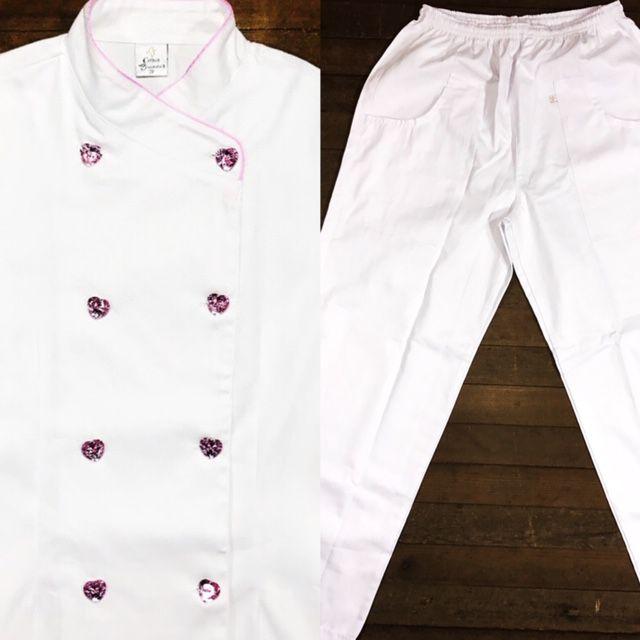 Conjunto Dólmã Cecília Feminino Acinturado BRANCA Vivo Rosa com botões PINK HEART Sarja Leve 100% algodão + Calça Branca