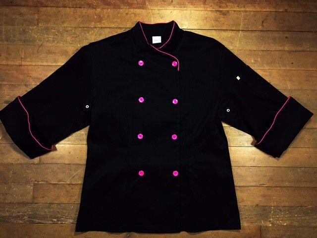 Conjunto  Dólmã Cecília Feminino Acinturado PRETO com vivo e botões PINK Sarja Leve 100% algodão + Calça Preta Listra Vermelha Branca