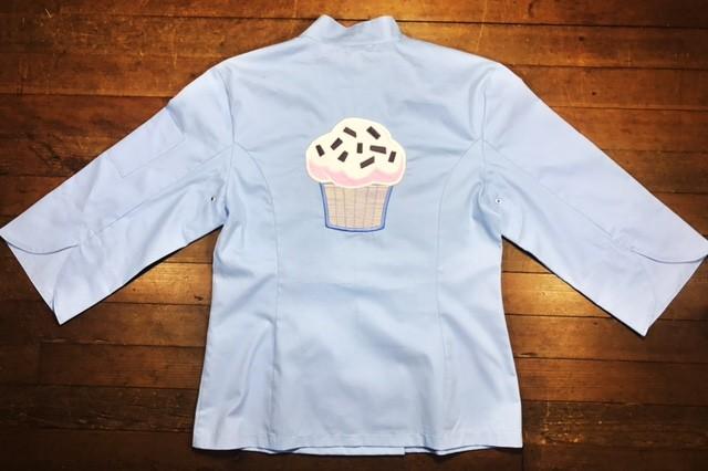 Dólmã Cecília Feminino Acinturado AZUL CUP CAKE BLUE YELOW PINK com botões GREY HEART Sarja Leve 100% algodão
