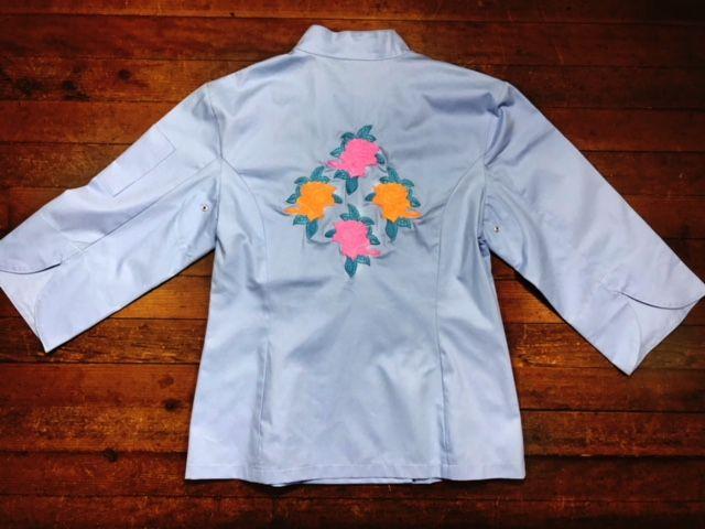 Dólmã Cecília Feminina Acinturada AZUL FLOWERS PINK ORANGE  e botões Azul  Sarja Leve 100% algodão
