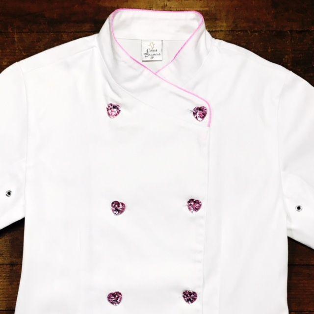 Dólmã Cecília Feminina Acinturada BRANCA PINK BEATER com vivo ROSA e botões PINK HEART Sarja Leve 100% algodão
