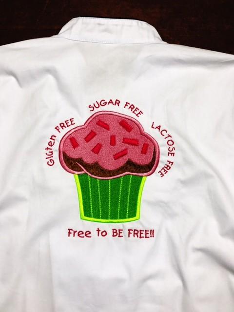 Dólmã Clássico Unissex BRANCO Cupcake Lemon GLUTEN FREE com vivo e botões pretos 100% Algodão Manga 3/4