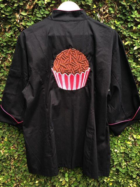 Dólmã Clássico Unissex PRETA BRIGADEIRO com vivo ROSA e botões ROSA 100% algodão manga 3/4