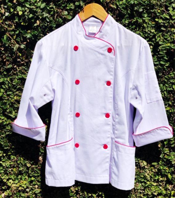 Dólmã Mary Feminina Acinturado BRANCA com detalhe Pink Sarja Leve 100% algodão com botões Pink