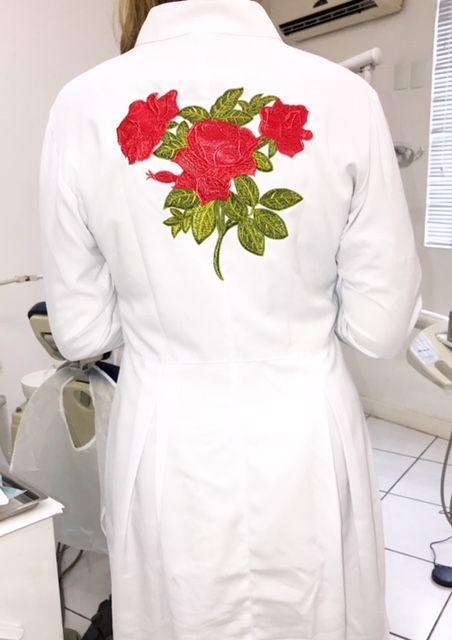 Jaleco Sissi Dress GREY HEART Bordado RED FLOWER Feminino Acinturado  ML Microfibra