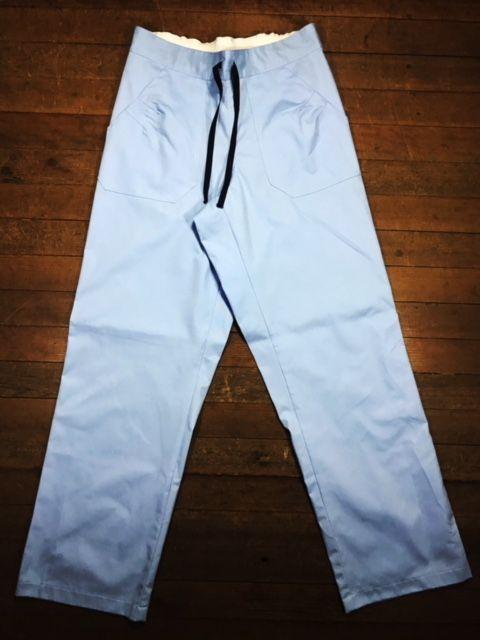 Conjunto  Scrub Anatomys UNISEX AZUL  Camisa com ajuste para acinturar atrás e calça Com Elástico e Cordão Azul 100% Algodão