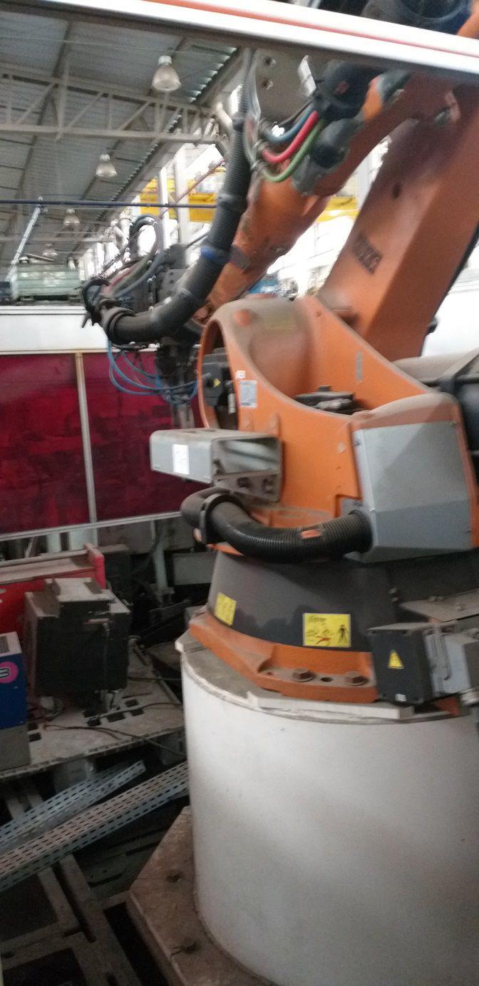 1-Robô de solda Enclausurado marca Kuka Modelo KR 200L 170-2 Comp  - AEG Comercial