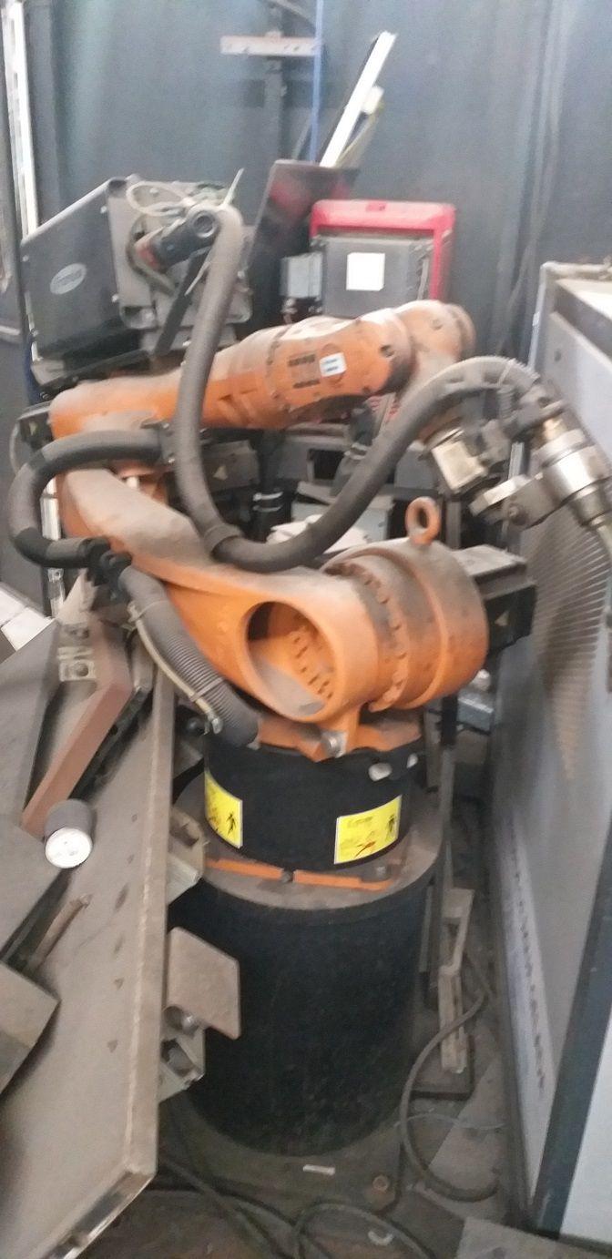 1-Robô de Solda Enclausurado Marca Kuka modelo KR 5 Arc