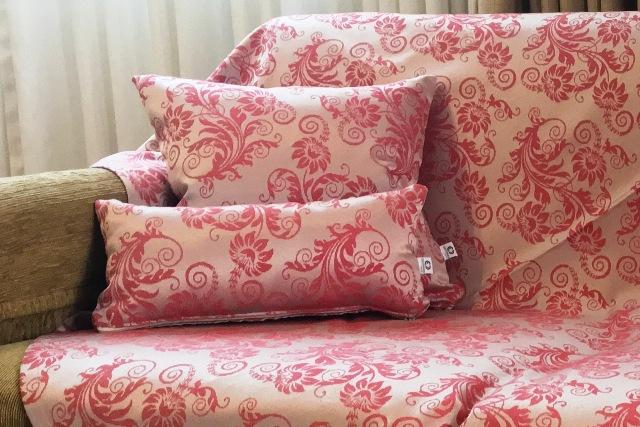 Kit Manta para Sofá e Almofadas Salmão Floral Vermelha Cosi Dimora