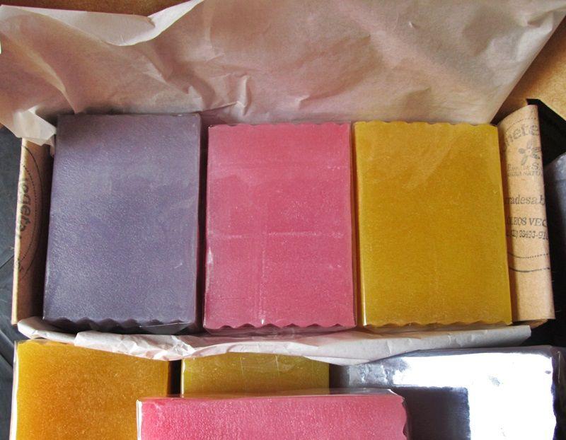 Caixa presente com 3 sabonetes  - Barra de Sabão - Aroma Natural