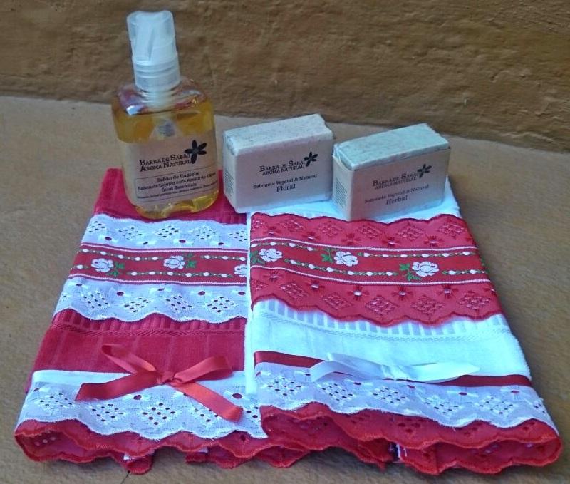 Toalha para lavabo branca e vermelha  - Barra de Sabão - Aroma Natural