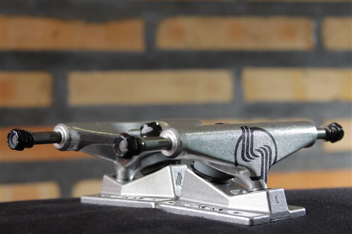 Truck Silver Raw L-Class 7.75  - No Comply Skate Shop