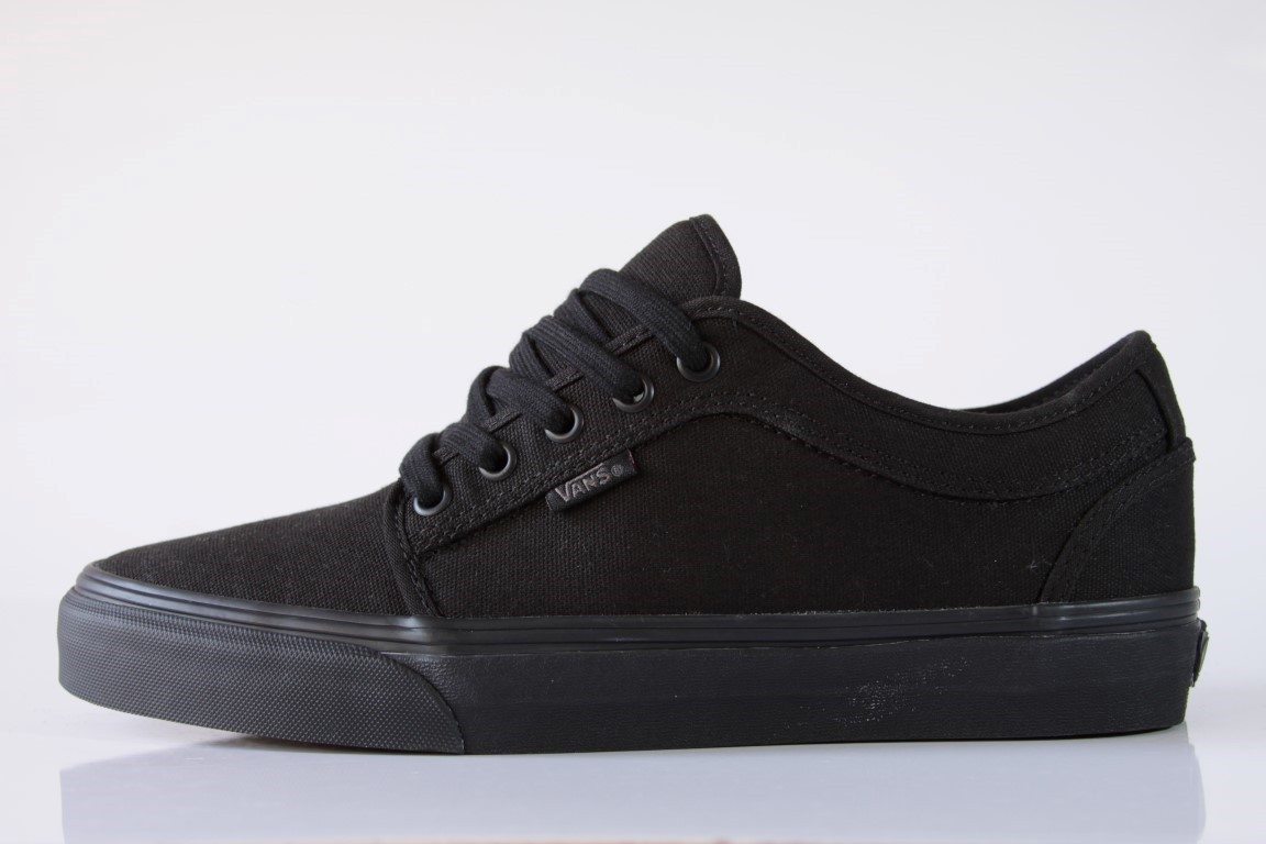 7be6b8eba Tênis Vans - MN Chukka Low Blackout - No Comply Skate Shop ...