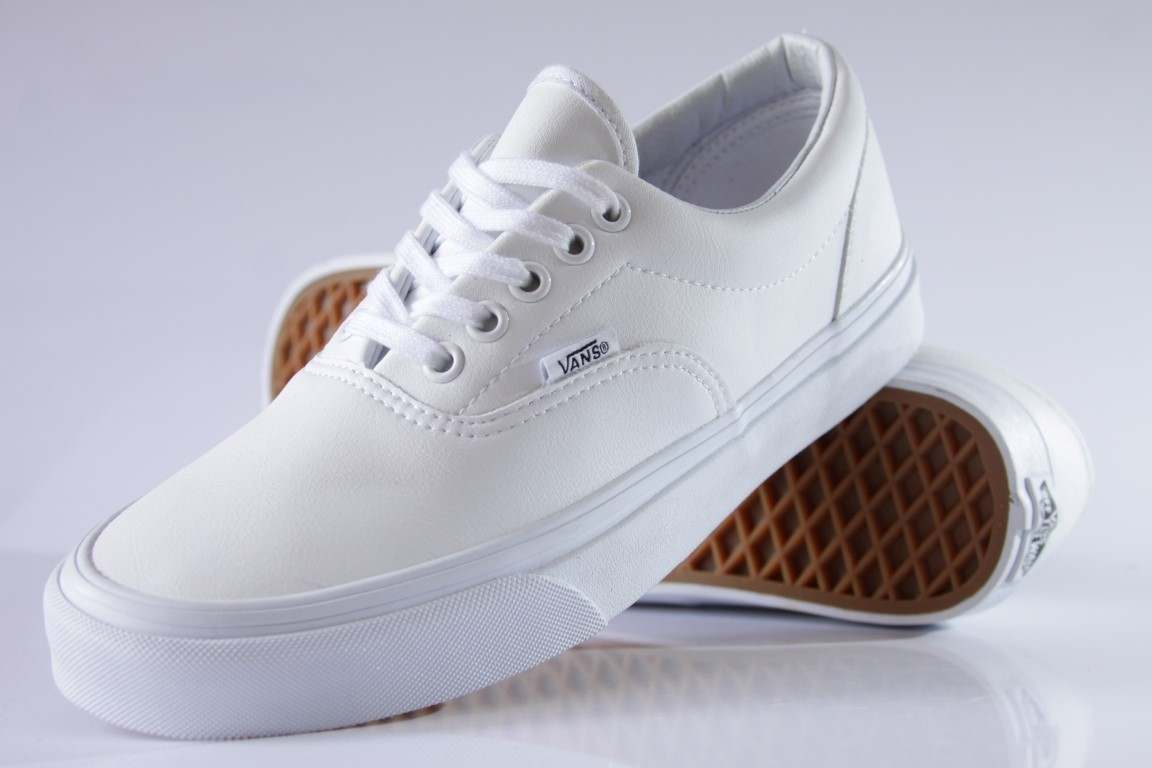 vans classic tumble era white