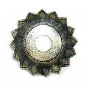 Prato luxo 17cm. Artemis. Em metal maciço, inox e decorado em alto relevo. Cor: cobre envelhecido.
