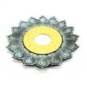 Prato luxo 17cm. Artemis. Metal maciço, inox e decorado em alto relevo. Cor PRATA VELHA CENTRO DOURADO.