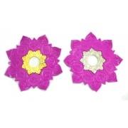 Prato luxo 23cm Athenas. Em metal inox e decorado com flor de lótus em alto relevo. ROSA ESCURO.