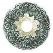 Prato para narguile modelo Vennus 17cm de diâmetro. Liga metálica inox e decorado. PRETO ESCOVADO. Centro Prata