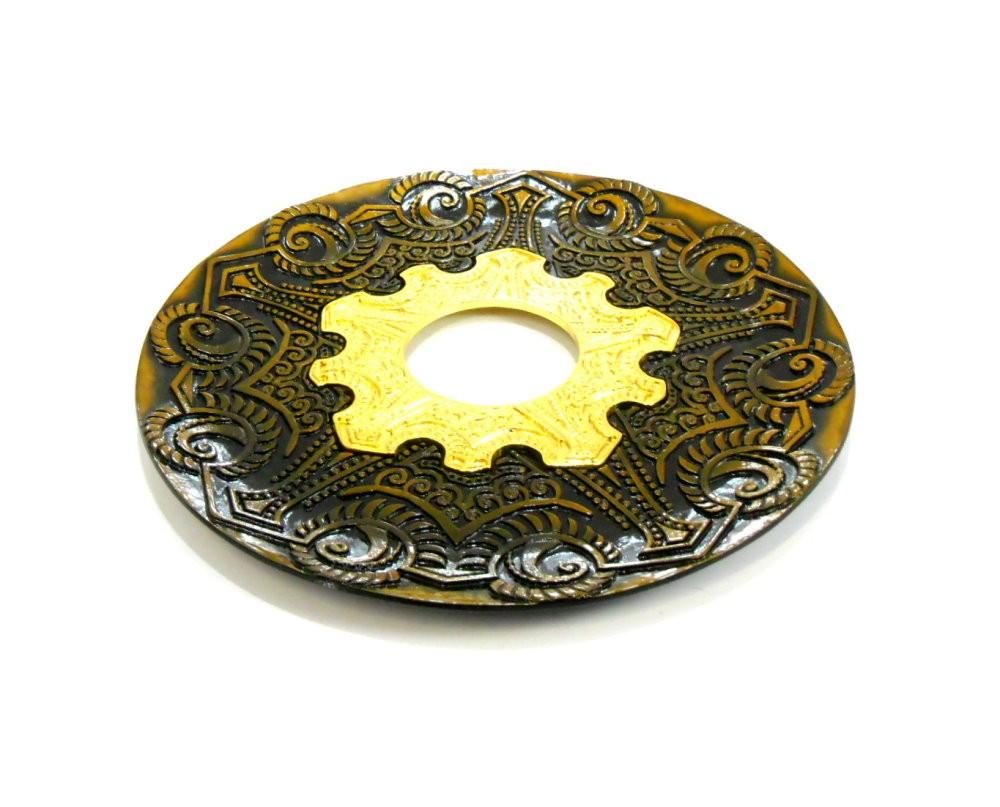 Prato para narguile modelo Vennus 17cm de diâmetro. Liga metálica inox e decorado. OURO VELHO.
