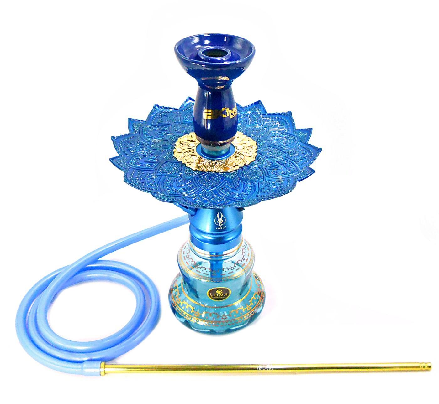 Narguile Anúbis Little Monster Azul Claro, vaso Nix azul e dourado, mangueira antichamas, rosh B-King, prato Malik.