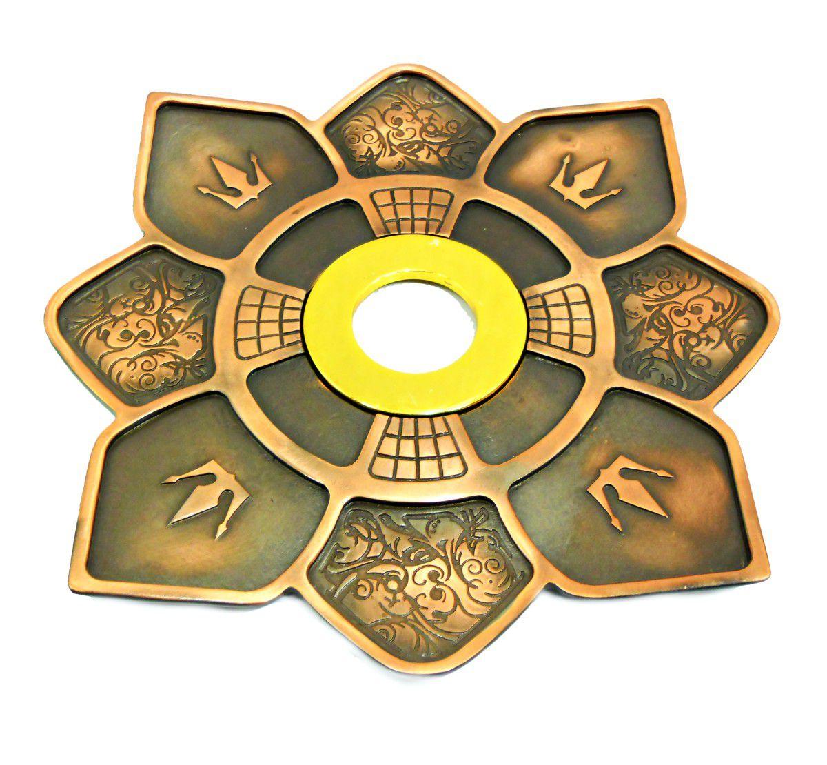 Prato para narguile IMPERIA c/pintura epóxi e centro dourado. 27cm de diâmetro, 4cm de furo. Cobre/dourado