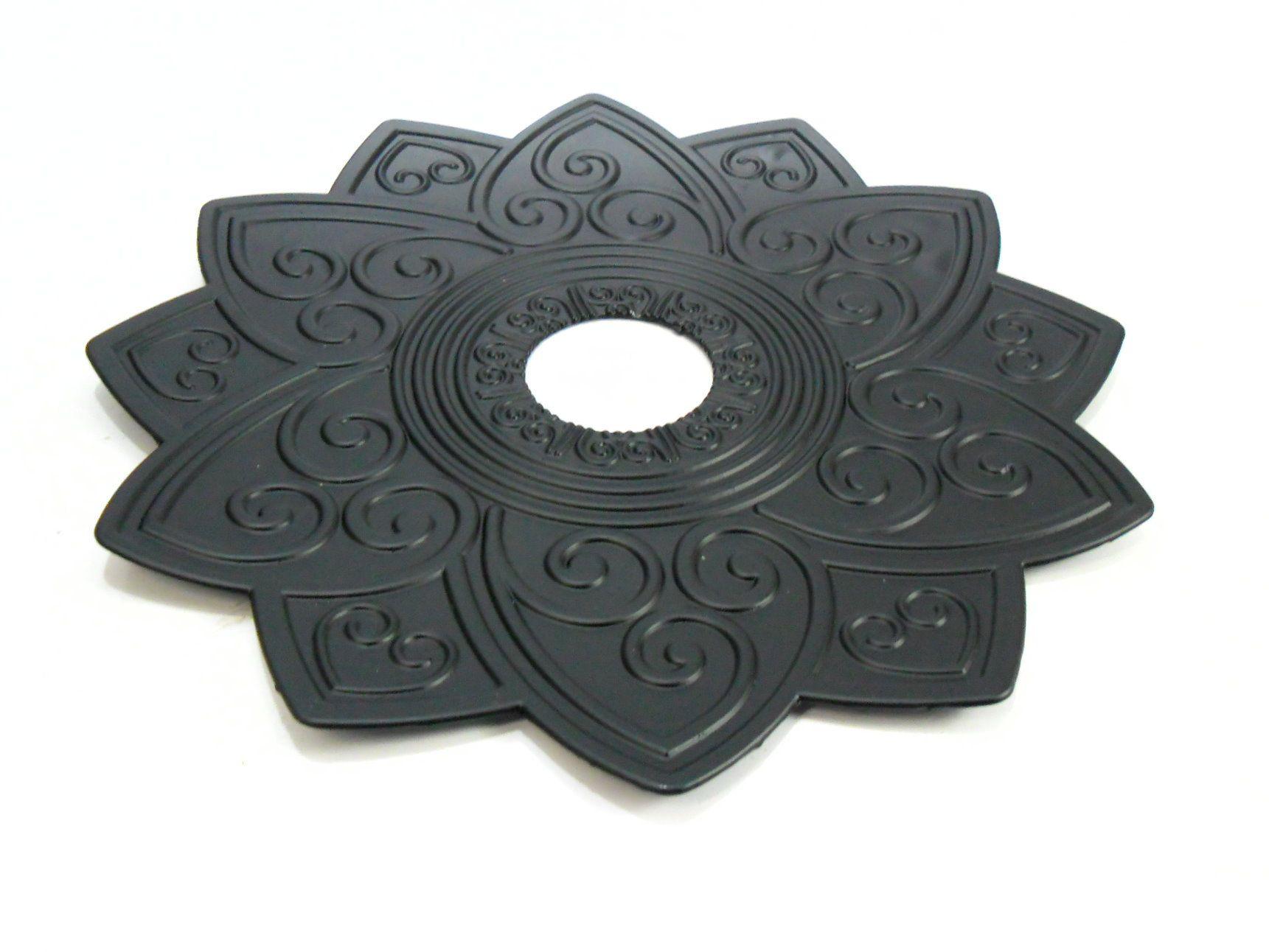 Prato para narguile marca Kimo, modelo Maori, em inox pintado em preto fosco. 25cm de diâmetro.