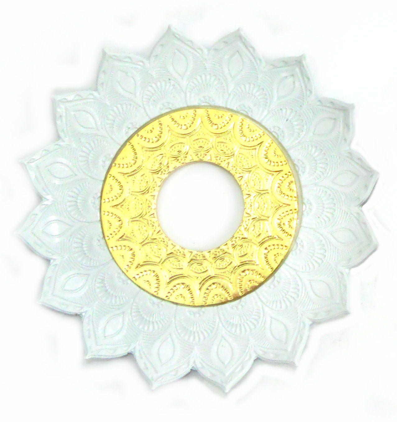Prato para narguile mod. Artemis 17cm diâm. Em liga metálica inox e decorado. BRANCO centro Dourado