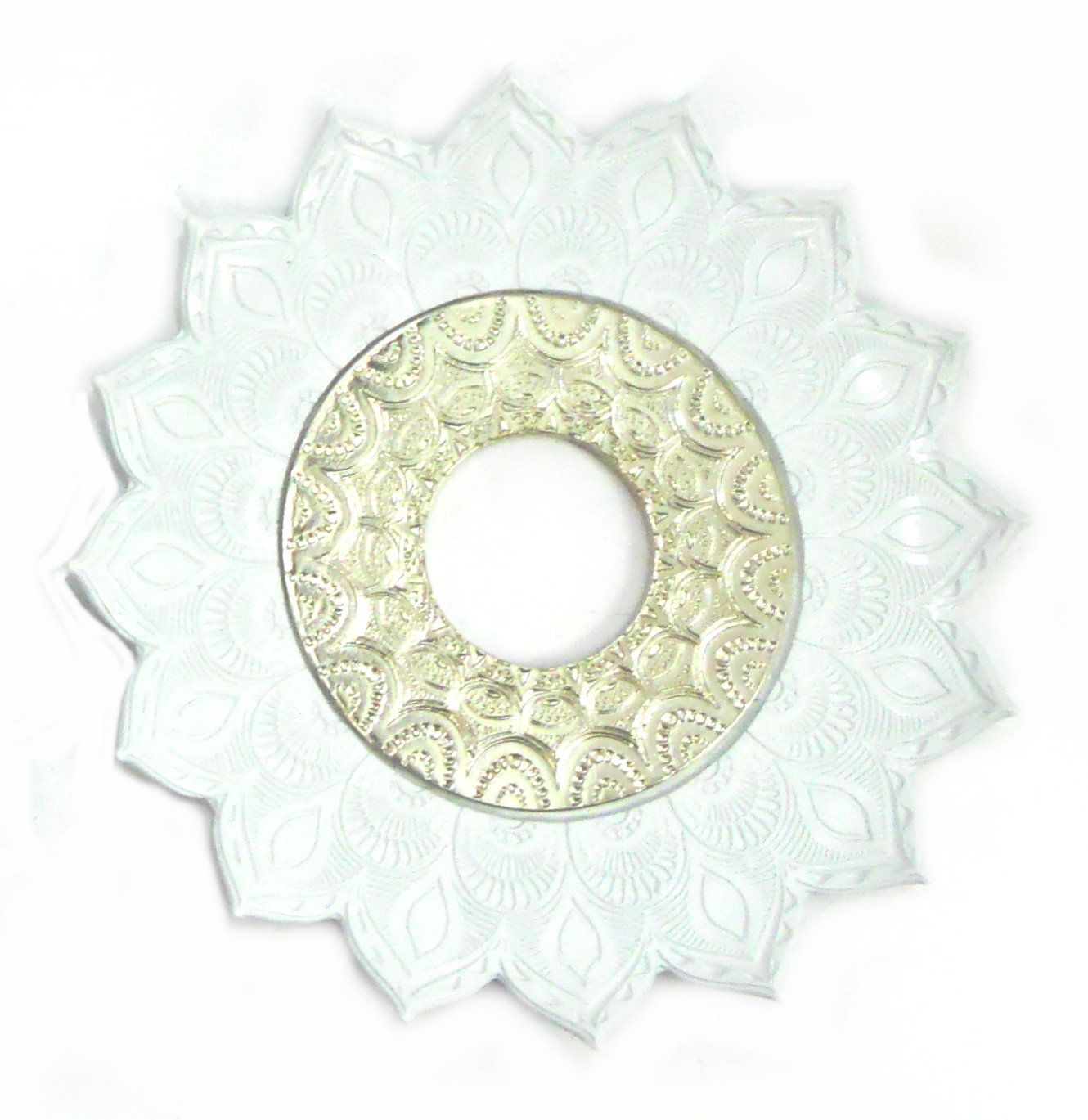 Prato para narguile mod. Artemis 17cm diâm. Em liga metálica inox e decorado. BRANCO centro Prata