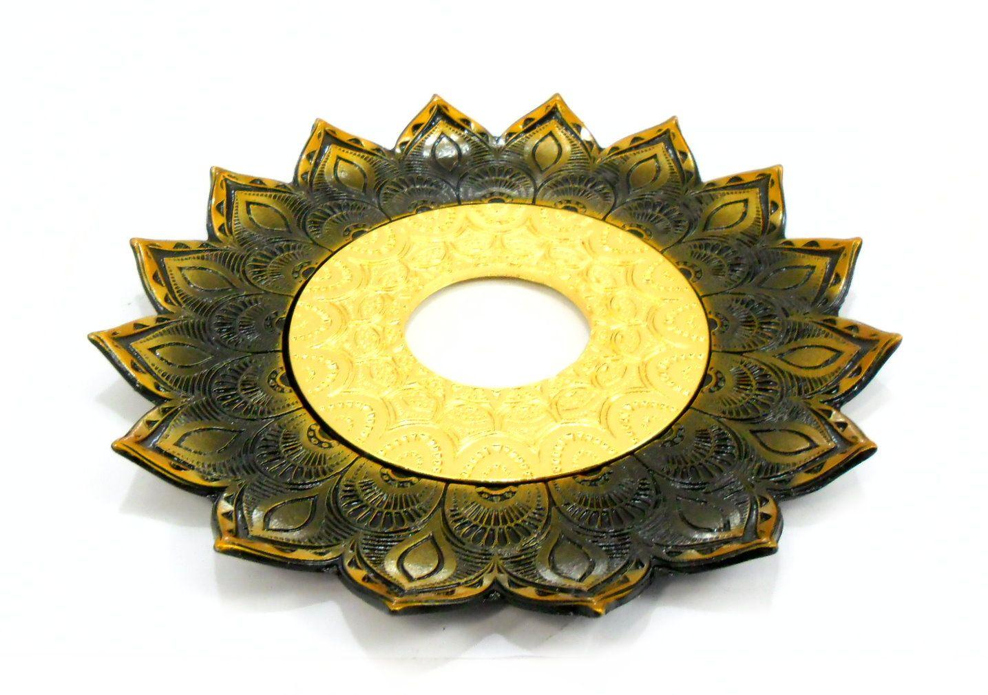 Prato para narguile mod. Artemis 17cm diâm. Em liga metálica inox e decorado. OURO VELHO centro Dourado
