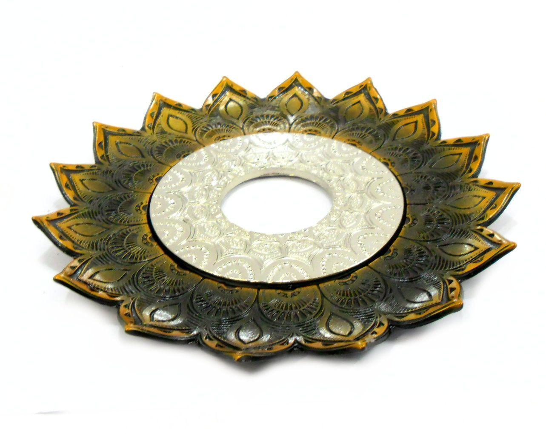 Prato para narguile mod. Artemis 17cm diâm. Em liga metálica inox e decorado. Cor: OURO VELHO. Centro Prata
