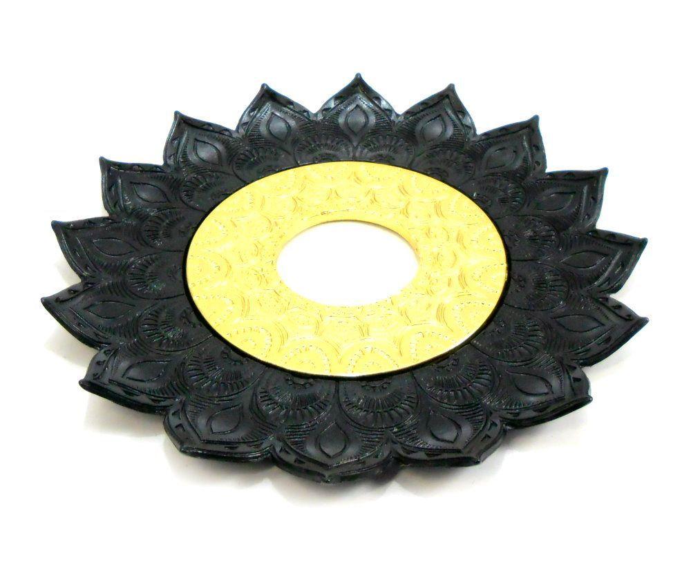 Prato para narguile mod. Artemis 17cm diâm. Em liga metálica inox e decorado. PRETO centro Dourado