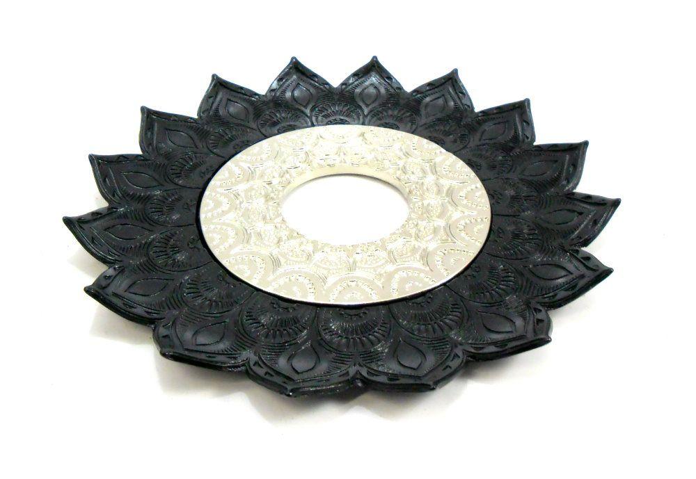 Prato para narguile mod. Artemis 17cm diâm. Em liga metálica inox e decorado. PRETO centro Prata