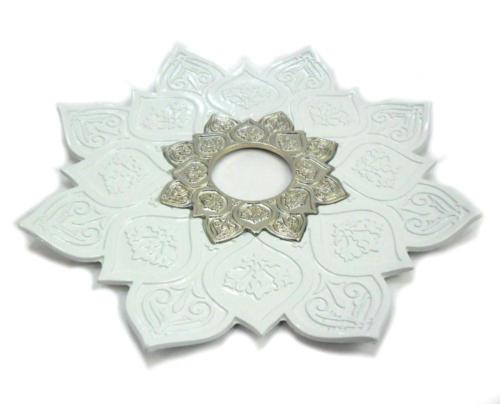 Prato para narguile mod. Athenas 23cm em liga metálica inox e decorado. Cor BRANCO. Centro Prata