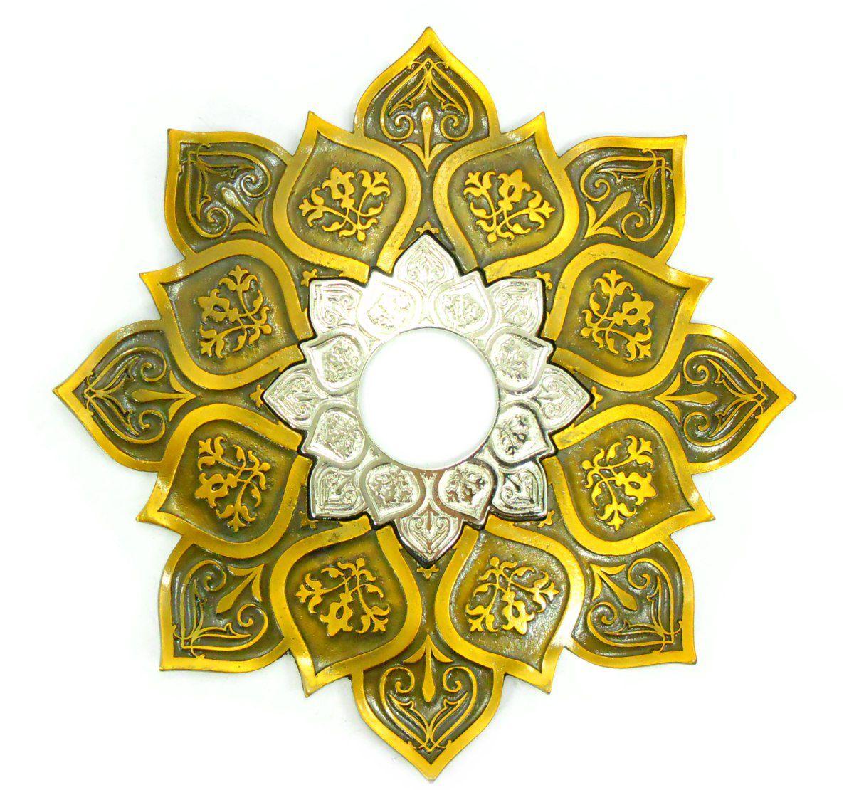 Prato para narguile mod. Athenas 23cm em liga metálica inox e decorado. Cor OURO VELHO. Centro Prata