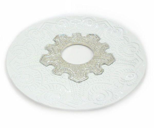 Prato para narguile modelo Vennus 17cm de diâmetro. Liga metálica inox e decorado. BRANCO. Centro Prata