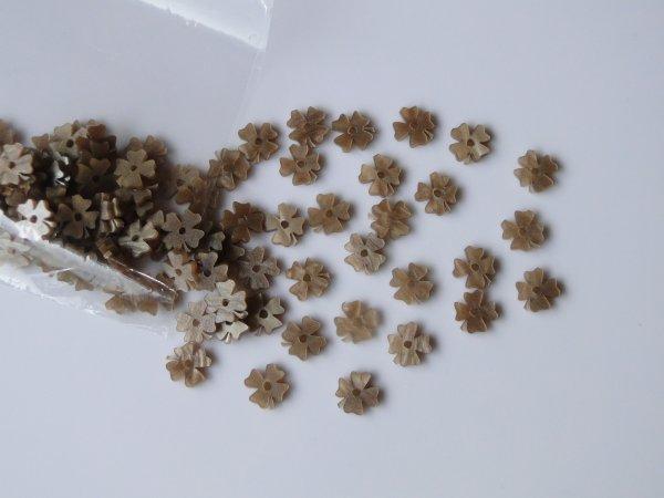 """Inlay/Marcações (dots) formato """"flor"""" - Padrão 3 - Acrílico caramelo perolado - 11mm x 11,5mm x 2mm (Pacote com 12 un)  - Luthieria Brasil"""