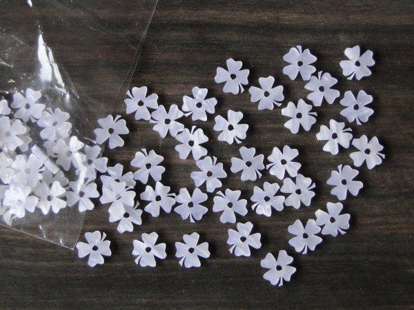 """Inlay/Marcações (dots) formato """"flor"""" - Padrão 3 - Acrílico branco perolado - 11mm x 11,5mm x 2mm (Pacote com 12 un)  - Luthieria Brasil"""