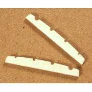 Nut de plástico cor creme para Baixo 4 cordas (41.7mm x 3.4mm x 4.5/4.8mm)