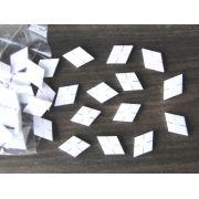 Marcações (dots) diamante (vazado) para braço - Padrão 3 - Acrílico branco - 23mm x 15mm x 2mm (Pacote com 12 un)