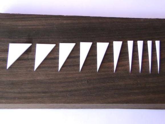 """Marcações (dots) para braço """"Dente de tubarão"""" (Padrão 1) - Acrílico branco (2mm) (Pacote com 10 un)  - Luthieria Brasil"""