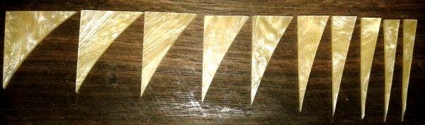 """Marcações (dots) para braço """"Dente de tubarão"""" (Padrão 2) - Acrílico creme perolado (2mm) (Pacote com 10 un)  - Luthieria Brasil"""