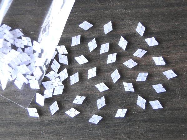 Marcações (dots) diamante (vazado) para braço - Padrão 2 - Acrílico branco perolado - 10.5mm x 7mm x 2mm (Pacote com 12 un)  - Luthieria Brasil