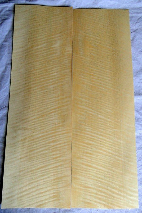 Laminado para Tampo (top) de Amapá Frizze (flamed) para guitarra/baixo (55cm x 35cm x 0,6mm - 2 peças de 17,5cm de largura espelhadas)  - Luthieria Brasil