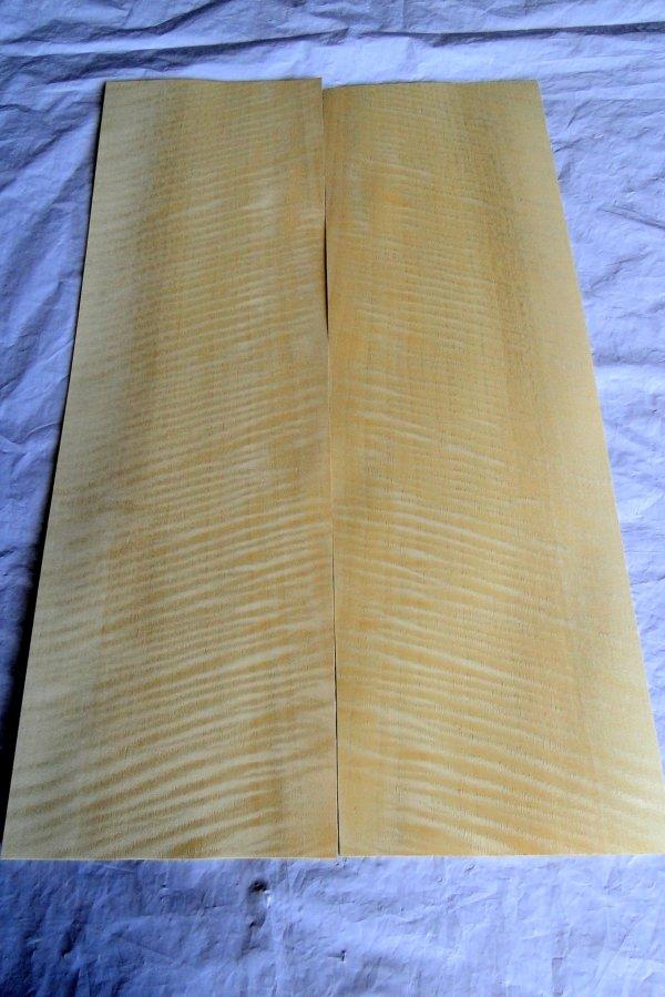 Laminado para Tampo (top) de Amapá Frizze (flamed) para guitarra/baixo (50cm x 35cm x 0,6mm - 2 peças de 17,5cm de largura espelhadas)  - Luthieria Brasil